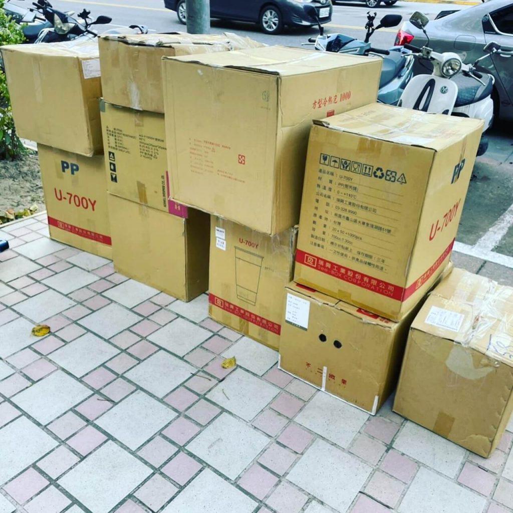 客戶參展貨品卡在物流公司 緊急救援 幫客戶拉貨送會場 順利參展